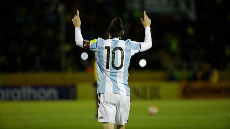 Cửa vào VCK World Cup 2018 lúc này lại mở toang trước mắt Messi và Argentina.