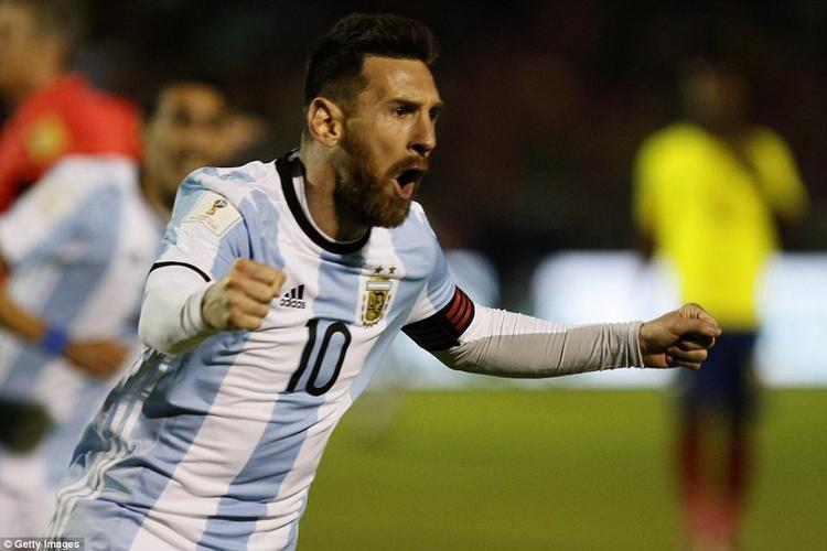 Màn độc diễn của Messi giúp Argentina vượt qua khe cửa hẹp.