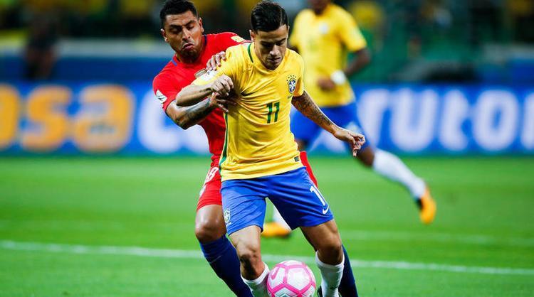 Chile (áo đỏ) bị loại khỏi World Cup do thua tại Brazil.