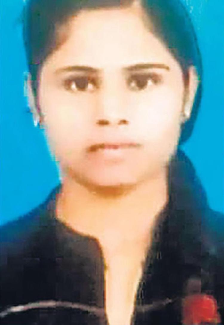 Pooja Shirgire tự tựcứu cha tránh khỏi nợ nần vì hồi môn cho con gái về nhà chồng.