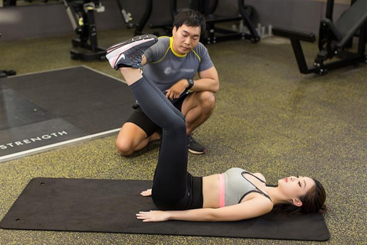 Để có được thân hình bốc lửa, chân dài sinh năm 1996 luôn cố gắng chăm chỉ tập gym theo hướng dẫn từ huấn luyện viên riêng. Cô dành ít nhất 2 tiếng mỗi ngày để tập luyện những bài tập có lợi nhất cho vóc dáng của mình.