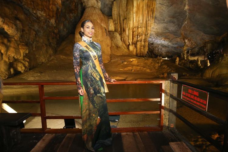Miss Grand Philippines nền nã trong tà áo dài của con gái Việt Nam.