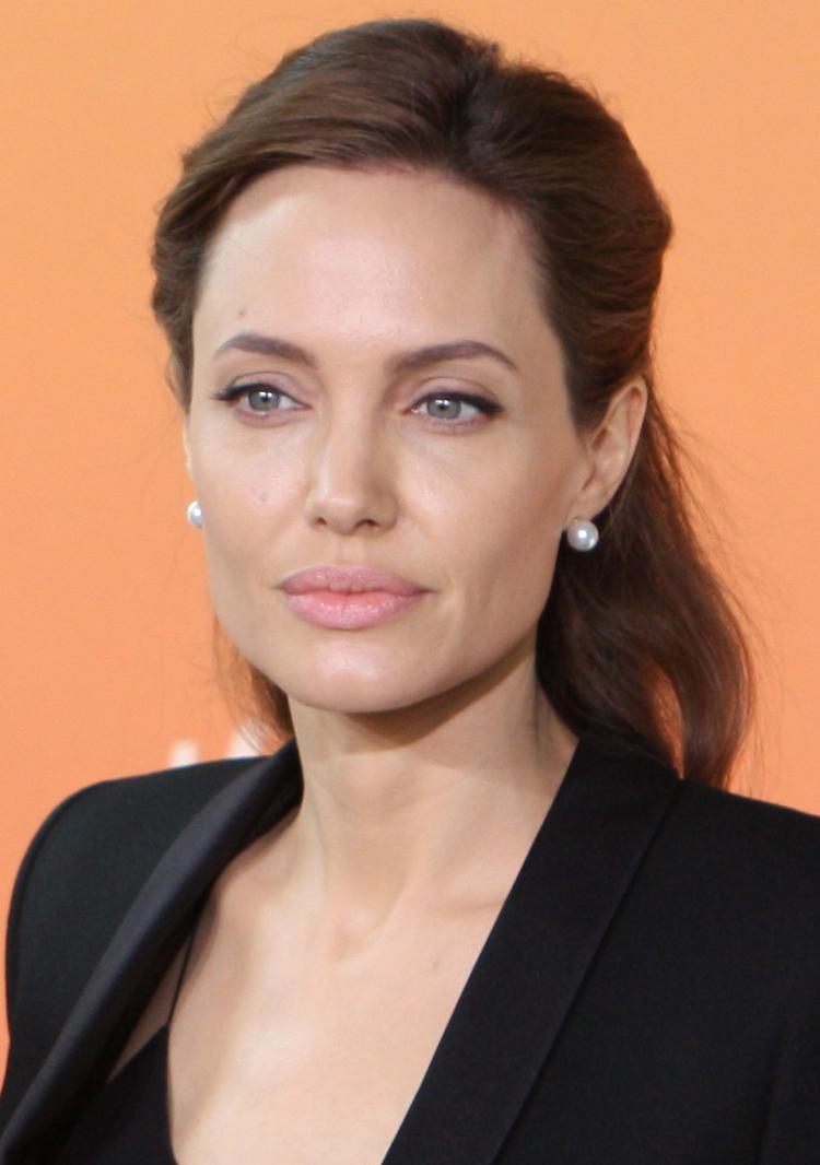 Angelina Jolie cũng từng là nạn nhân của Harvey Weinstein.
