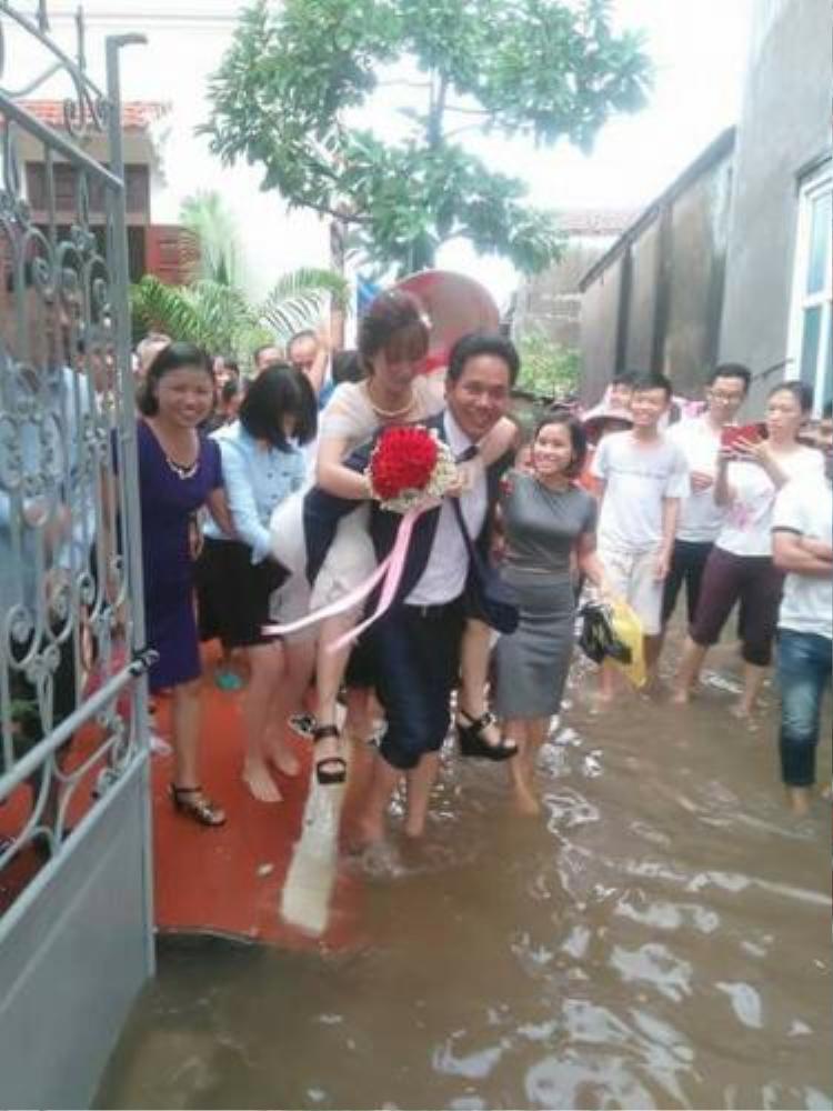 Một đám cưới khác ở Nam Định cũng gặp tình trạng ngập lụt vì thời tiết