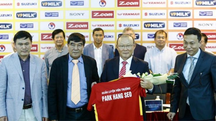 Ông Park Hang-seo nhậm chức HLV trưởng tuyển Việt Nam.