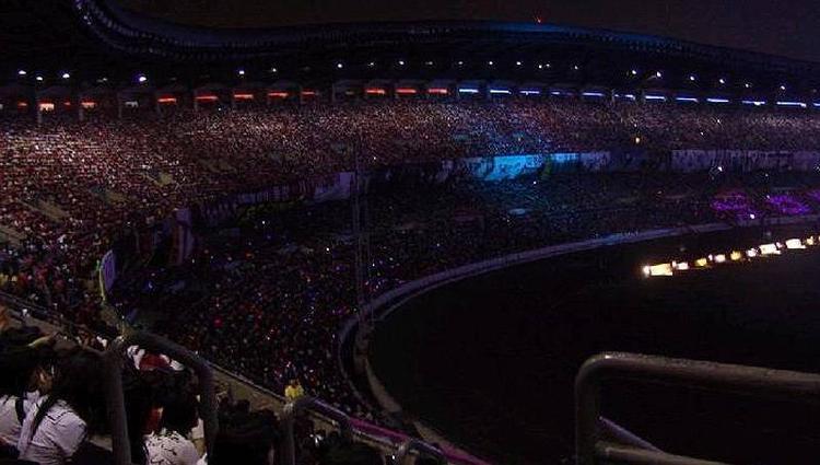 Black ocean - Biển đen kinh hoàng trong phần trình diễn của SNSD tại Dream Concert 2008.