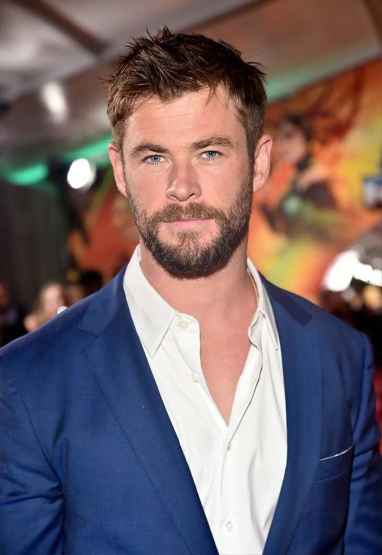 Miley Cyrus quấn quít không rời Liam Hemsworth trong buổi ra mắt phim Thor: Ranarok tại Mỹ