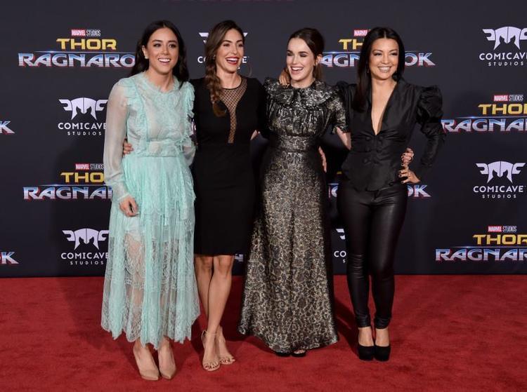 Dàn diễn viên của Agents of SHIELD - Chloe Bennet, Natalia Cordova-Buckley, Elizabeth Henstridge và Ming-Na Wen