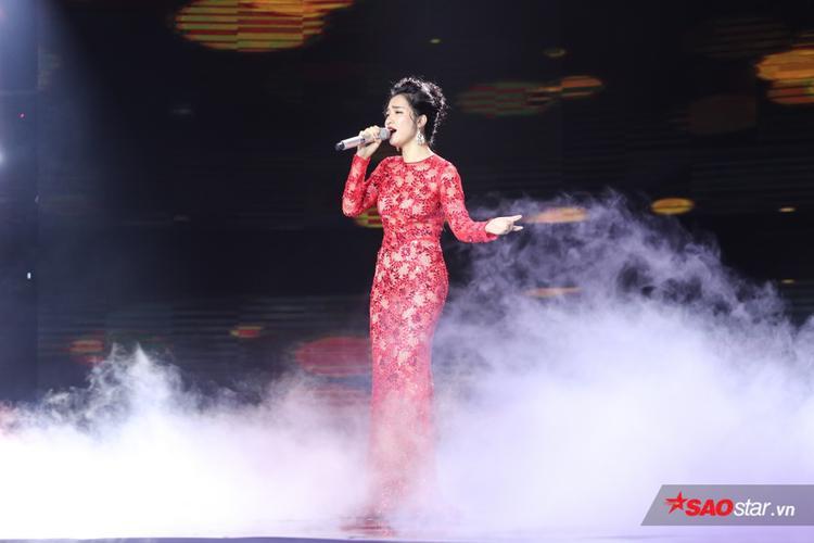 Hòa Minzy thể hiện ca khúc Bolero bất hủ Mưa nửa đêm của nhạc sĩ Trúc Phương.