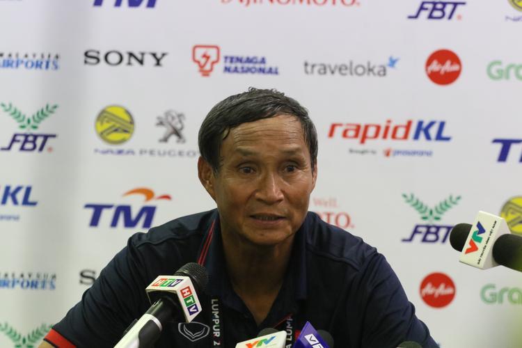 Cầu thủ nữ Việt Nam góp 160 triệu mua tivi cho ban huấn luyện