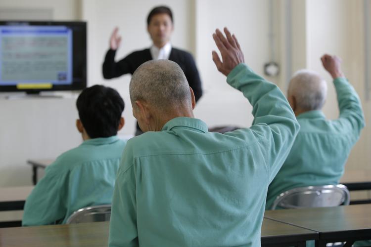 Vì sao ở Nhật Bản, tã dành cho người lớn còn bán chạy hơn cả tã trẻ em?