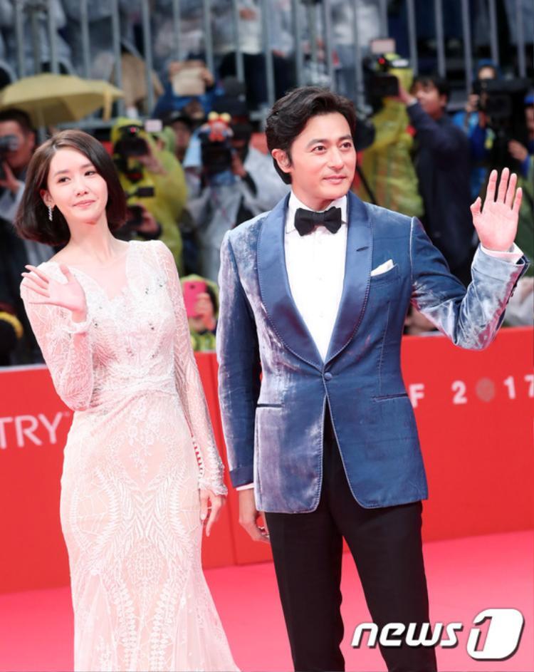 Thảm đỏ BIFF 2017 cũng có sự góp mặt của dàn sao khủng xứ sở kim chi như Yoona, Jang Dong Gun…