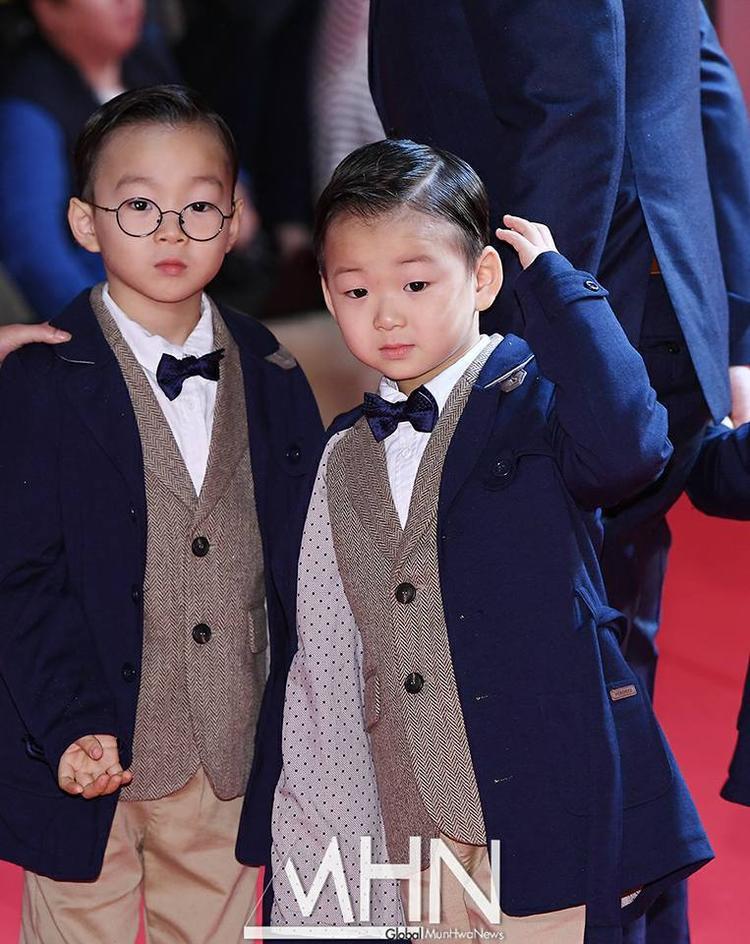 """Hai anh em Daehan, Minguk """"đốn tim fan vì quá đỗi đáng yêu."""