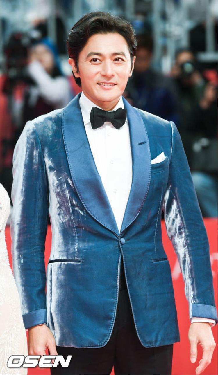 Jang Don Gun điển trai, phong độ dù đã 45 tuổi.