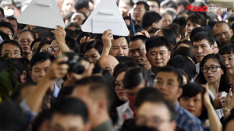 Lễ tang có quá nhiều người đến viếng.