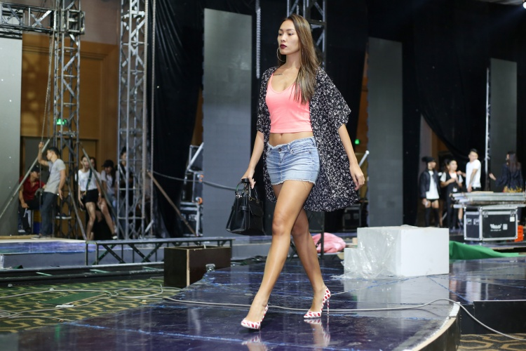 Buổi tập còn có sự xuất hiện của những gương mặt quen thuộc trong các chương trình The Face, Vietnam's Next Top Model như Chà My - Á quân Vietnam's Next Top Model 2017 phiên bản All star, Trà My - Á quân Vietnam's next top model 2011, Quỳnh Châu - Vietnam's Next top Model 2014….