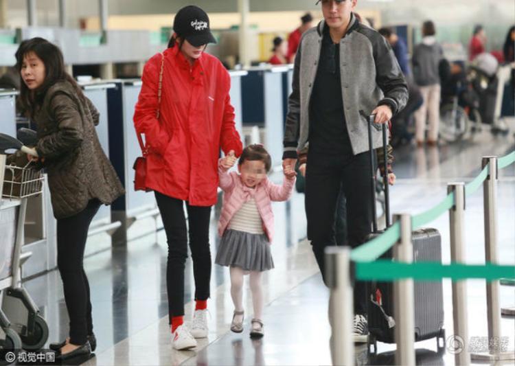 Hình ảnh gia đình hạnh phúc của nữ diễn viên Cung tỏa tâm ngọc.