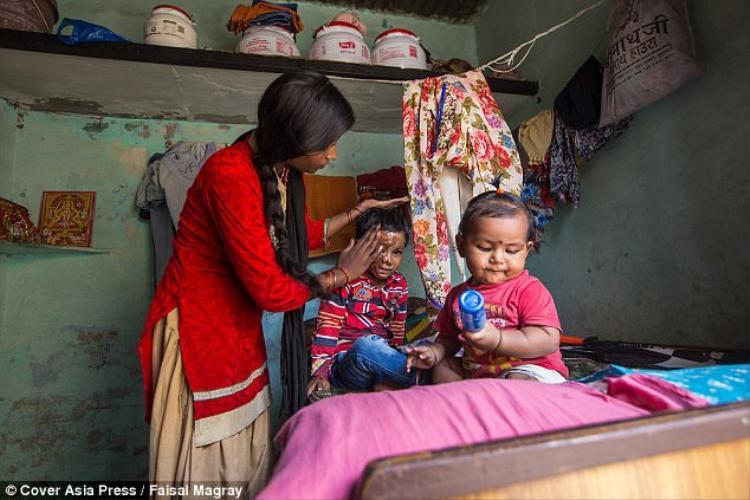 Mặc dù được điều trị bởi các chuyên gia hàng đầu Ấn Độ, nhưng theo tiết lộ từ phía bệnh viện, cậu bé có lẽ sẽ phải mang thương tật và sống chung với thuốc điều trị cả đời.