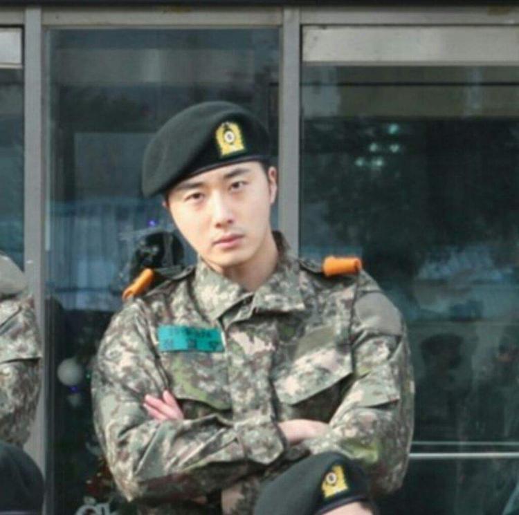 Jung Il Woo trong quân ngũ.