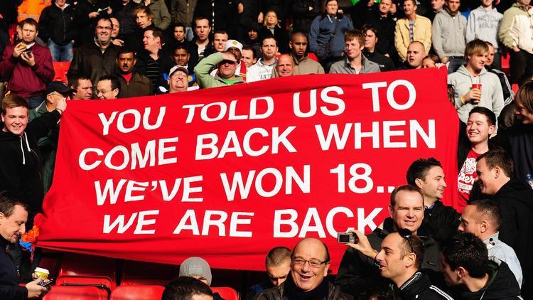 CĐV Man Ud rất hãnh diện vì đội nhà có số ngôi vô địch Anh vượt qua Liverpool.