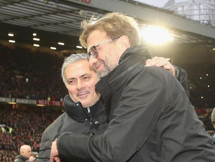 Các thành viên trong đội Liverpool và Man Utd từng có thời thân thiện như cảnh trên.