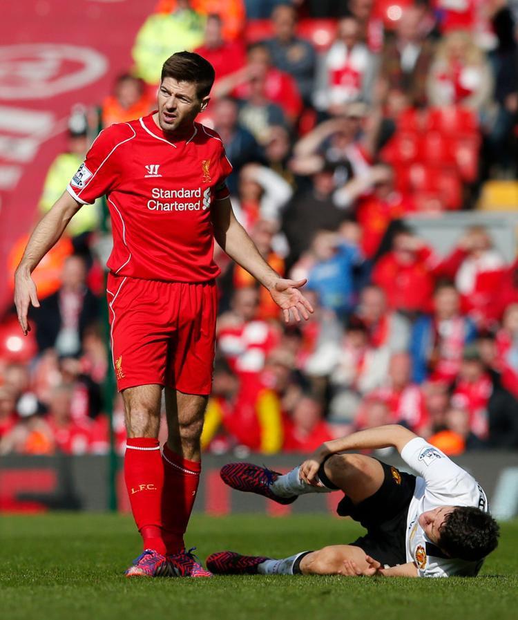 Steven Gerrard bị đuổi trong tình huống này chỉ là 1 trong 16 thẻ đỏ qua 48 lần derby Anh ở Premier League.