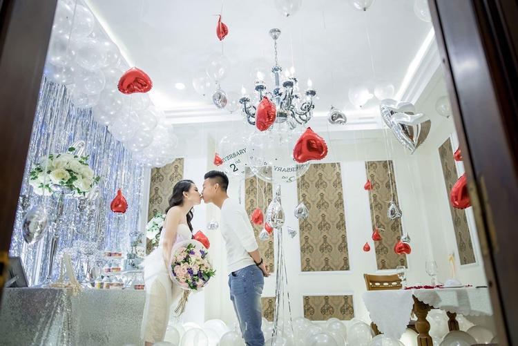 Người không phổi của HAGL lãng mạn khóa môi bạn gái kỷ niệm 2 năm tình yêu