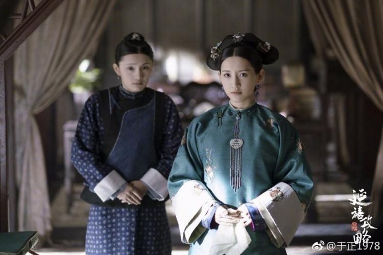 Trang phục những năm Càn Long có phần đơn giản và trang nhã hơn kiểu dáng chúng ta thường hình dung.
