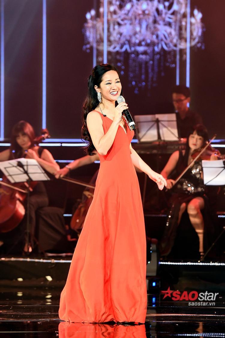 Sự xuất hiện bất ngờ của Diva Hồng Nhung khiến khán giả vô cùng thích thú.
