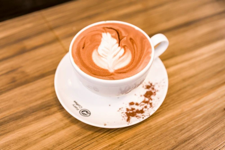 Được rang, xay nguyên chất nên các món cà phê của quán chỉ thích hợp thưởng thức khi tụ tập vào ban ngày.