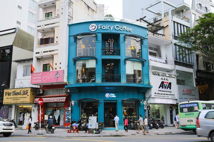 Nữ diễn viên của Sứ mệnh trái tim Huỳnh Hồng Loan vừa mang đến cho Sài Gòn một không gian cà phê mang tên Fairy trên đường Nam Kỳ Khởi Nghĩa, quận 1, TP.HCM.