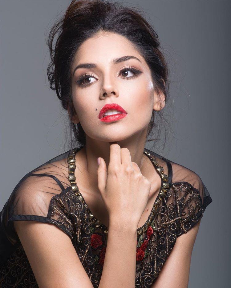Đại diện Colombia năm nay là Laura González . Nếu Keysi của Venezuela mang vẻ đẹp sexy thì Laura của Colombia là đại diện cho sự ngọt ngào.