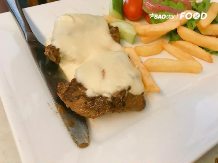 Cừu sốt phô maimang vị béo và thơm hoà cùng thịt cừu mềm, tạo nên hương vị mới lạ hơn cho bữa ăn.