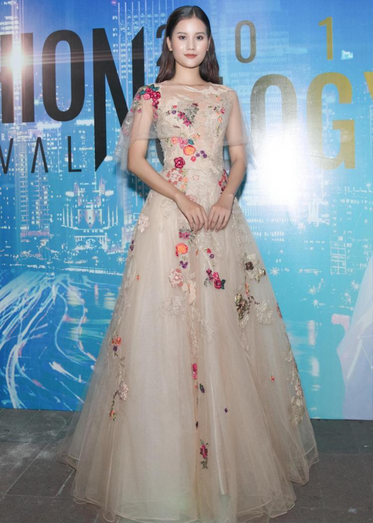 Hương Ly - Quán quân Vietnam's Next Top Model 2015 cũng có mặt tại sự kiện.