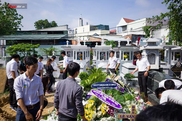 Thanh Long được an táng tại nghĩa trang đất Thánh Tân Lập, phường Bình Trưng Đông, quận 2, T.P Hồ Chí Minh.