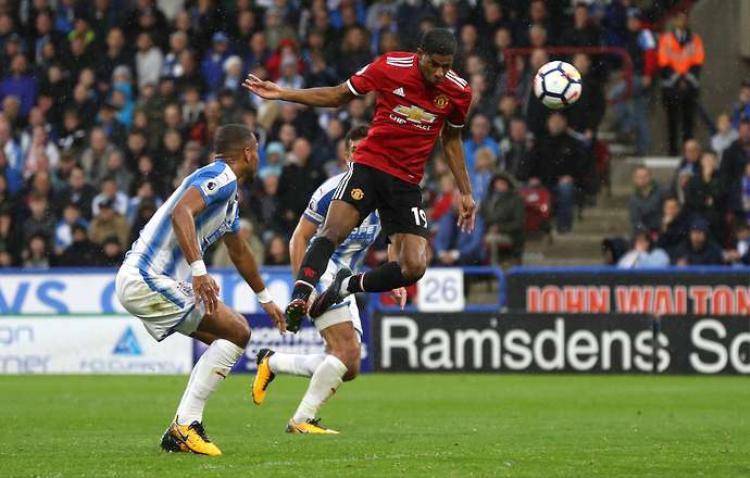 Bàn gỡ 1-2 của Marcus Rashford là không đủ cho Man Utd.
