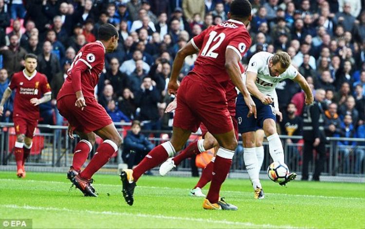 Harry Kane ghi bàn mở tỷ số trước Liverpool.