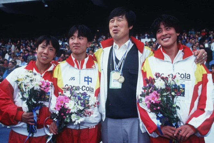 Thầy trò HLV Ma Junren từng nổi tiếng với món máu rùa.