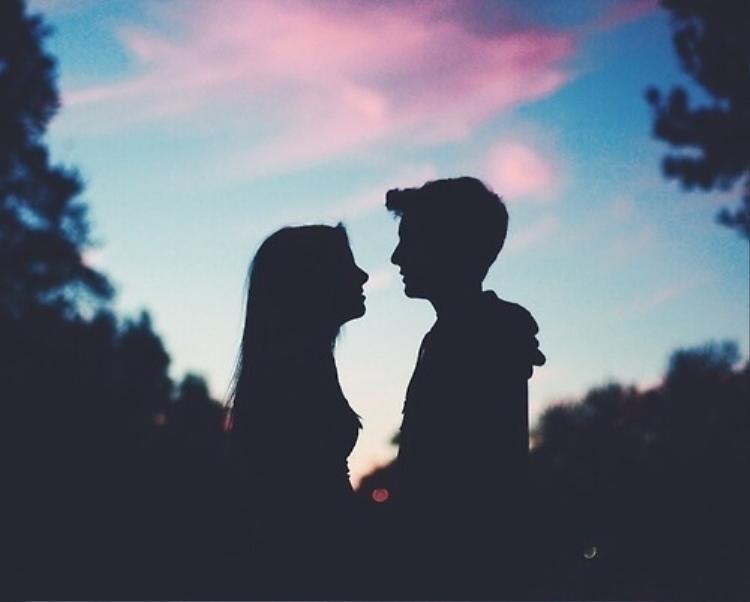 Chàng trai khiến dân mạng dậy sóng vì câu hỏi: Tình yêu 7 năm và tình yêu sét đánh  không biết chọn bên nào