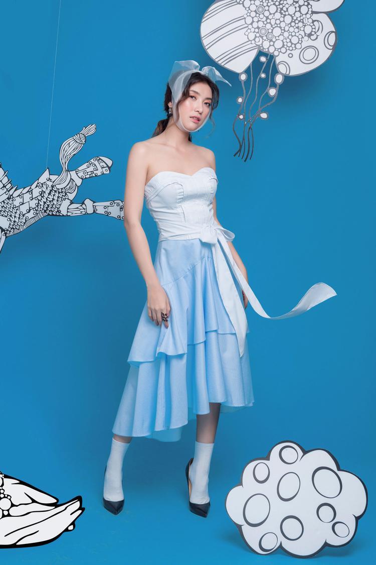 Trong thời gian tới đây, Tiêu Châu Như Quỳnh sẽ sớm cho ra mắt dự án âm nhạc được cô đầu tư lớn -Tình yêu không có lỗi hứa hẹn nhiều thú vị.