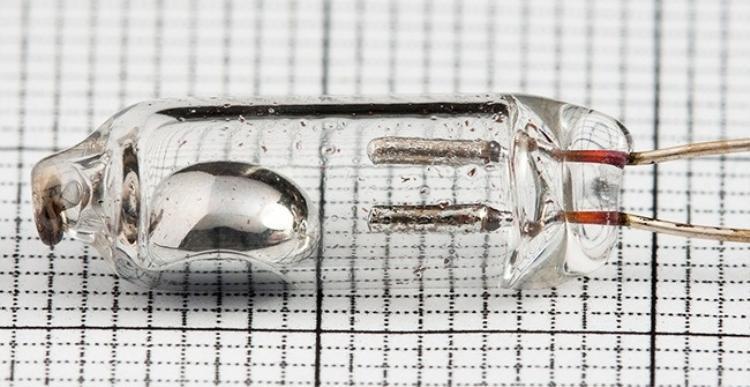 Thủy ngân là kim loại duy nhất ở thể lỏng dưới nhiệt độ thường.