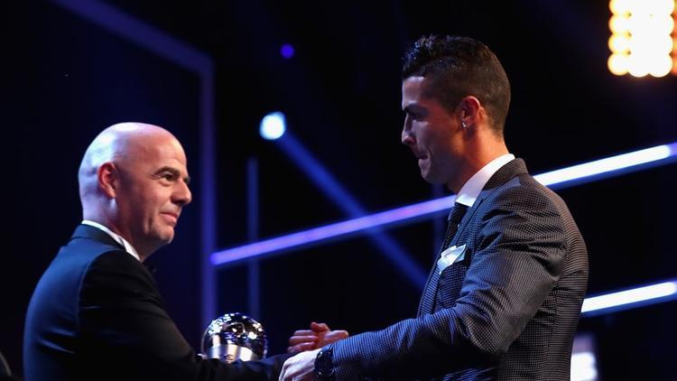 Cầu thủ nam hay nhất thuộc về Cristiano Ronaldo. Mùa qua anh cùng Real Madrid lập cú ăn 4 với các ngôi vô địch Champions League, La Liga, Siêu cúp châu Âu và Siêu cúp TBN.