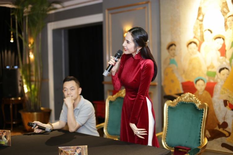 Cùng xem 1 số hình ảnh từ buổi họp báo phát hành album nhạc Bolero của Thủy Tiên.