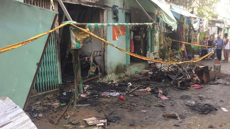 Không ai biết 2 bà cháu chết cháy phía sau nhà trong vụ hoả hoạn ở Sài Gòn