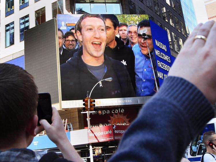 Tháng 5/2012, Facebook chính thức ra mắt thị trường chứng khoán New York sau 8 năm thành lập, trở thành IPO công nghệ lớn nhất lịch sử. Mỗi năm sau đó, mỗi năm Mark bỏ túi thêm trung bình 9 tỷ USD vào tài khoản.