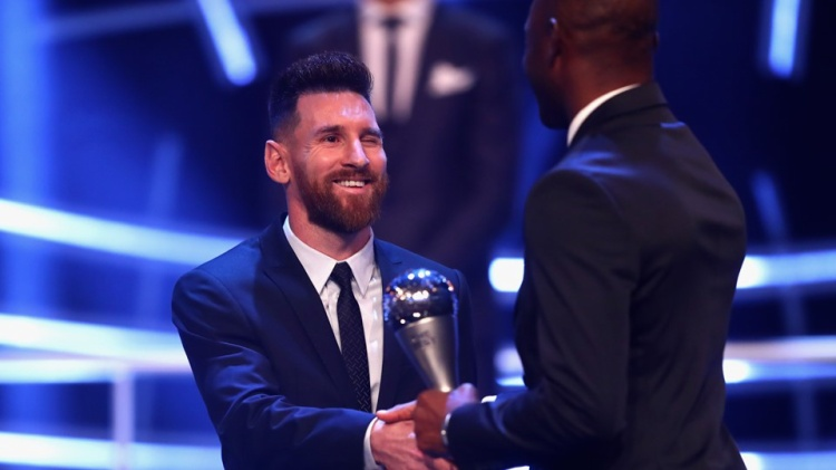 Lionel Messi sẽ không đá lượt đi.