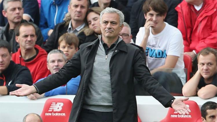 Mourinho đang tự cô lập mình ở Man Utd.