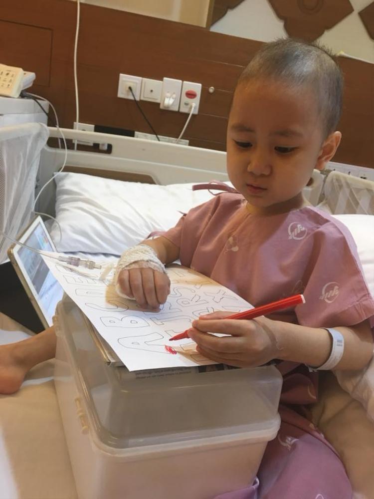 Bé Quang Minh đang được điều trị tại Thái Lan. Ảnh: Facebook Duong Tuan Anh.