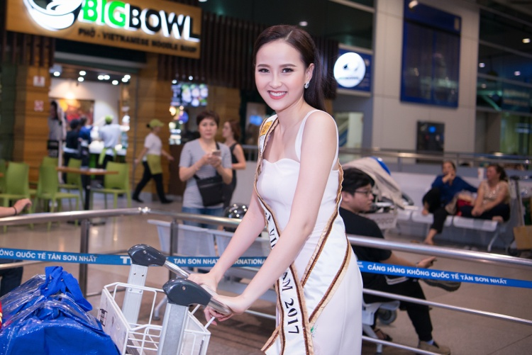Á quân The Face Vietnam 2016 rạng rỡ lên đường dự thi Miss Globe 2017.