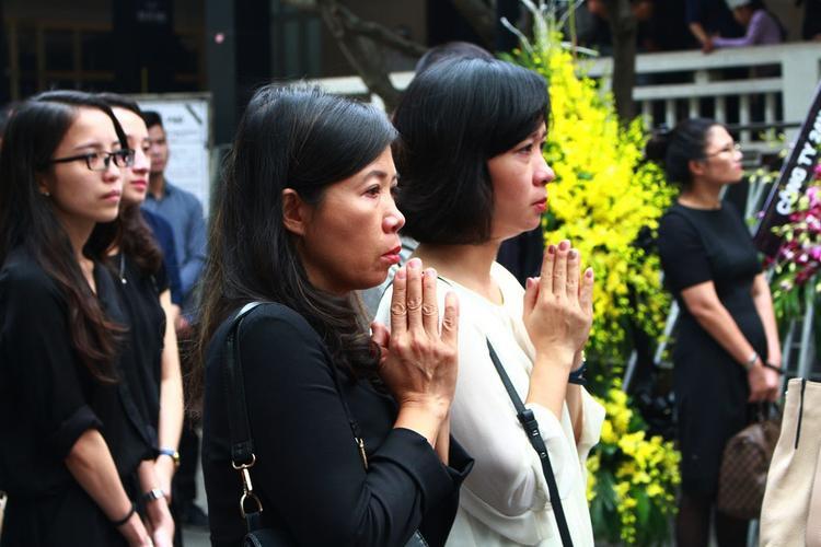Người thân, bạn bè startup Việt bật khóc trong đám tang ông Nguyễn Hồng Trường